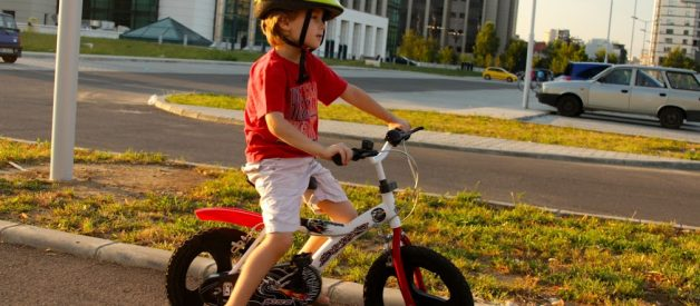 Primul zbor / Cum a invatat David sa mearga pe bicicleta cu 2 roti